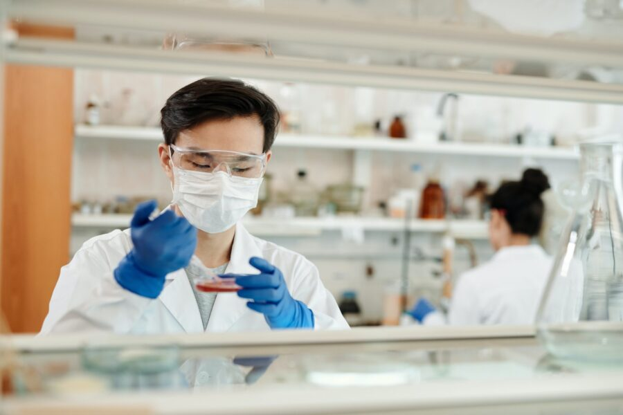 Man Doing A Sample Test In The Laboratory 4033148